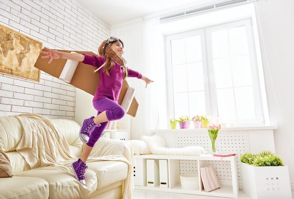 Ребенок в прыжке